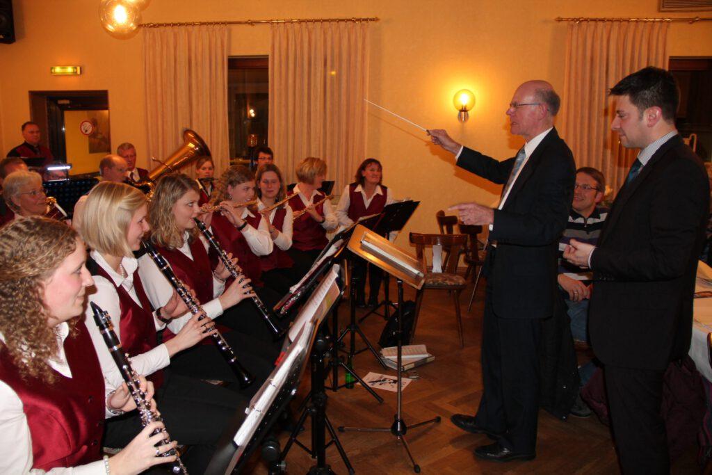 Bundestagspräsident Dr. Norbert Lammert dirigiert den IMV bei Otte